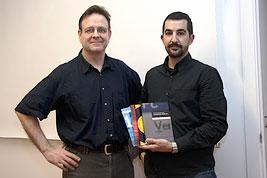 De nuevo, Albert Masó y yo en la presentación del cuarto libro: Calibrar el monitor. (diciembre de 2006) Foto: Miquel González.