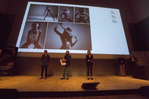 El momento en que entregan sus respectivos premios a Nuri y Alberto.